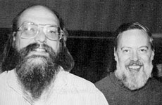 Thompson e Ritchie nei primi anni di sviluppo di UNIX